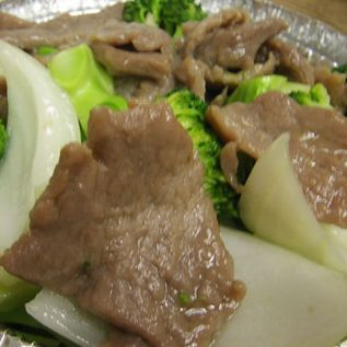 Beef with onions and green vegetables